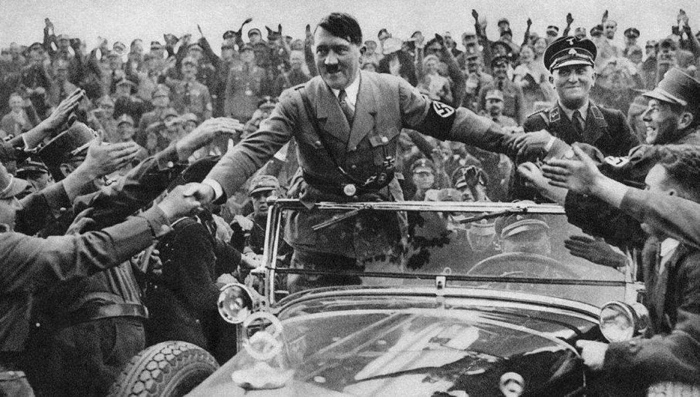 """Na Twitterze, jednym z największych serwisów społecznościowych w przygotowanych dla użytkowników animacjach GIF nie ma niczego pod hasłem """"Hitler"""", mamy za to cały zbiór """"śmiesznych"""" obrazków pod hasłem """"Stalin"""" – pisze autor (fot. Hulton Archive/Getty Images)"""