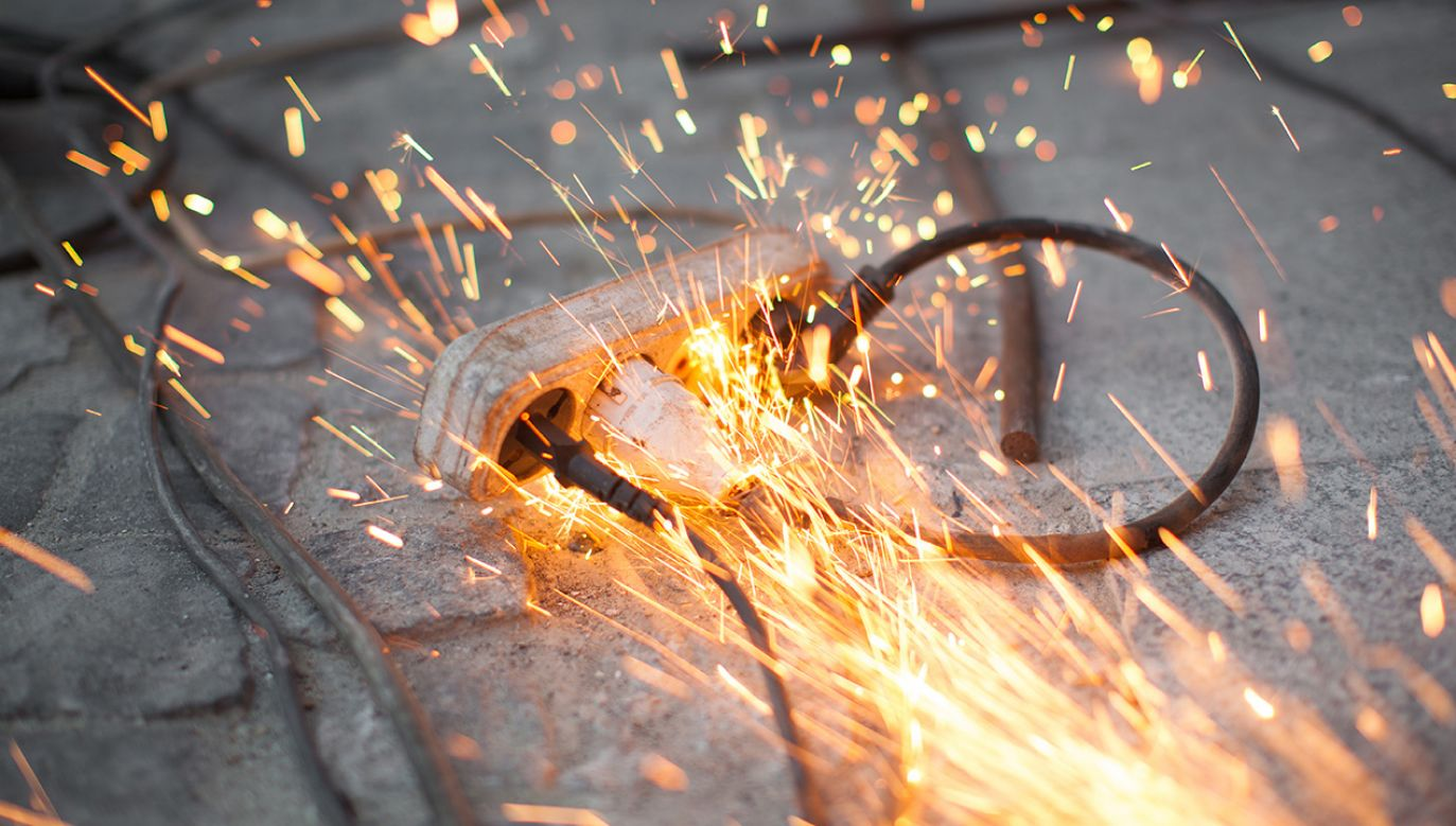Trwa reanimacja poszkodowanych (fot. Shutterstock/Tsyb Oleh)