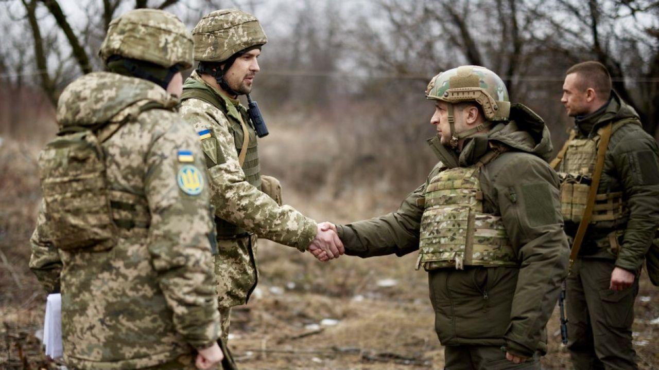 Zawieszenie broni jest często naruszane (fot. Ukrainian Presidency/Handout/Anadolu/Getty Images)