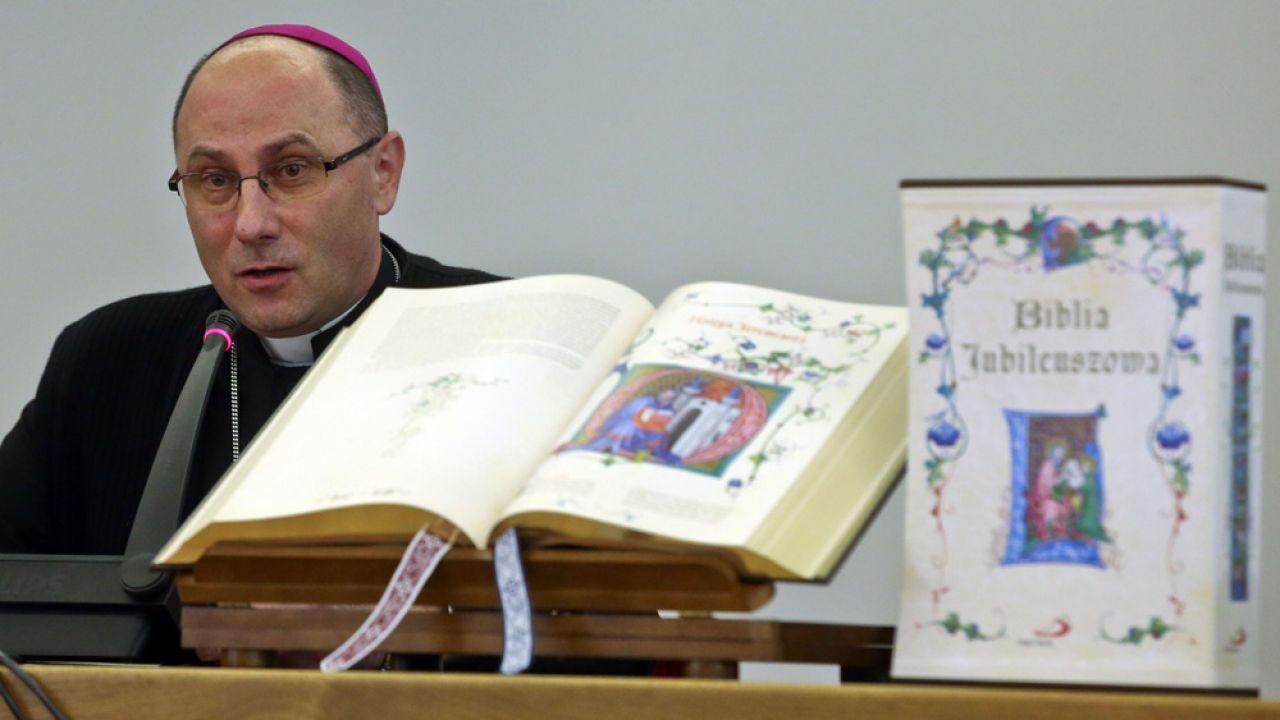 Prymas Polski abp Wojciech Polak, podczas prezentacji Biblii Jubileuszowej (fot. PAP/Rafał Guz)