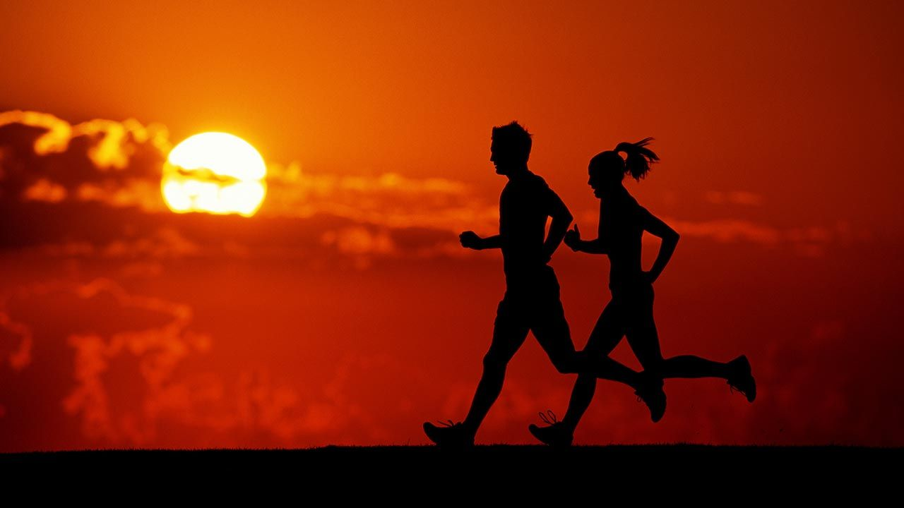 Aktywność fizyczna wspiera ogólną kondycję i wydolność układu oddechowego (fot. Nick Wilson/Getty Images)