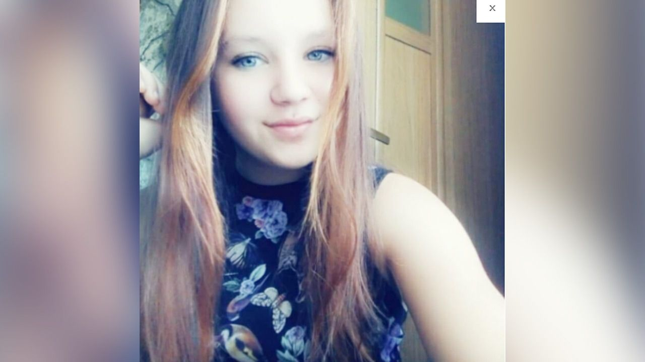 15-latka miała na sobie czarną bluzę z kapturem i czarne buty sportowe w dniu zaginięcia (fot. Policja)