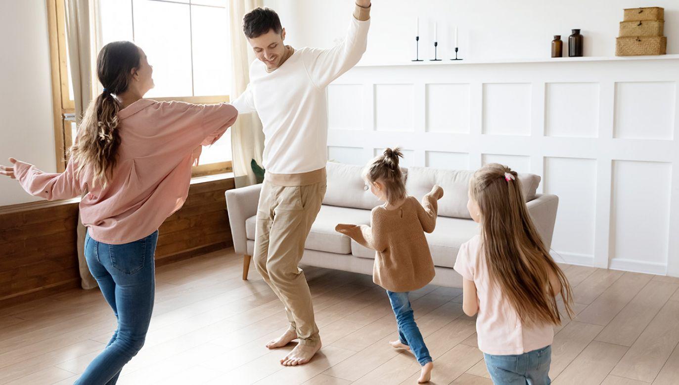 Dodatkowy zasiłek opiekuńczy wydłużony do 23 maja (fot. Shutterstock)
