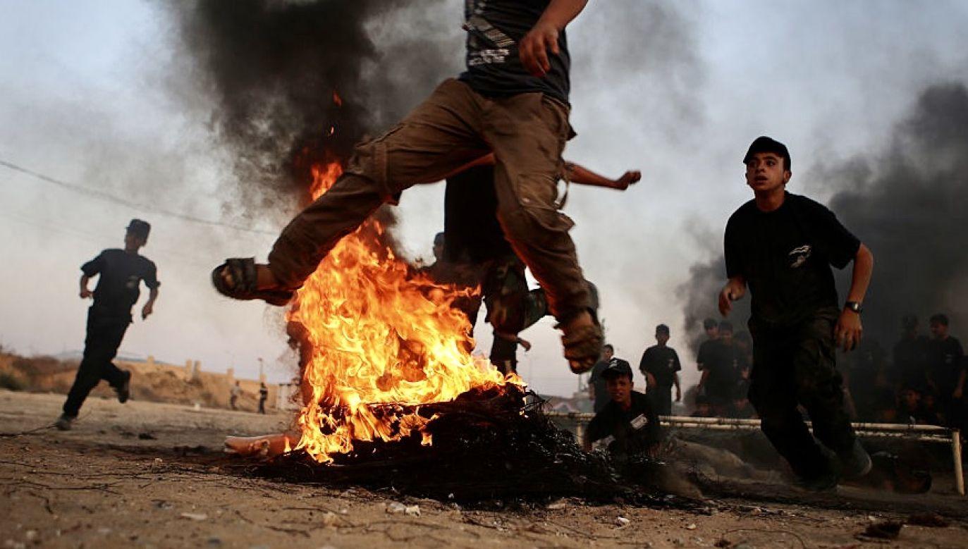 Francuski raport mówi o zwiększonej aktywności fundamentalistów (fot. Ibrahim Khatib/Pacific Press/LightRocket via Getty Images)