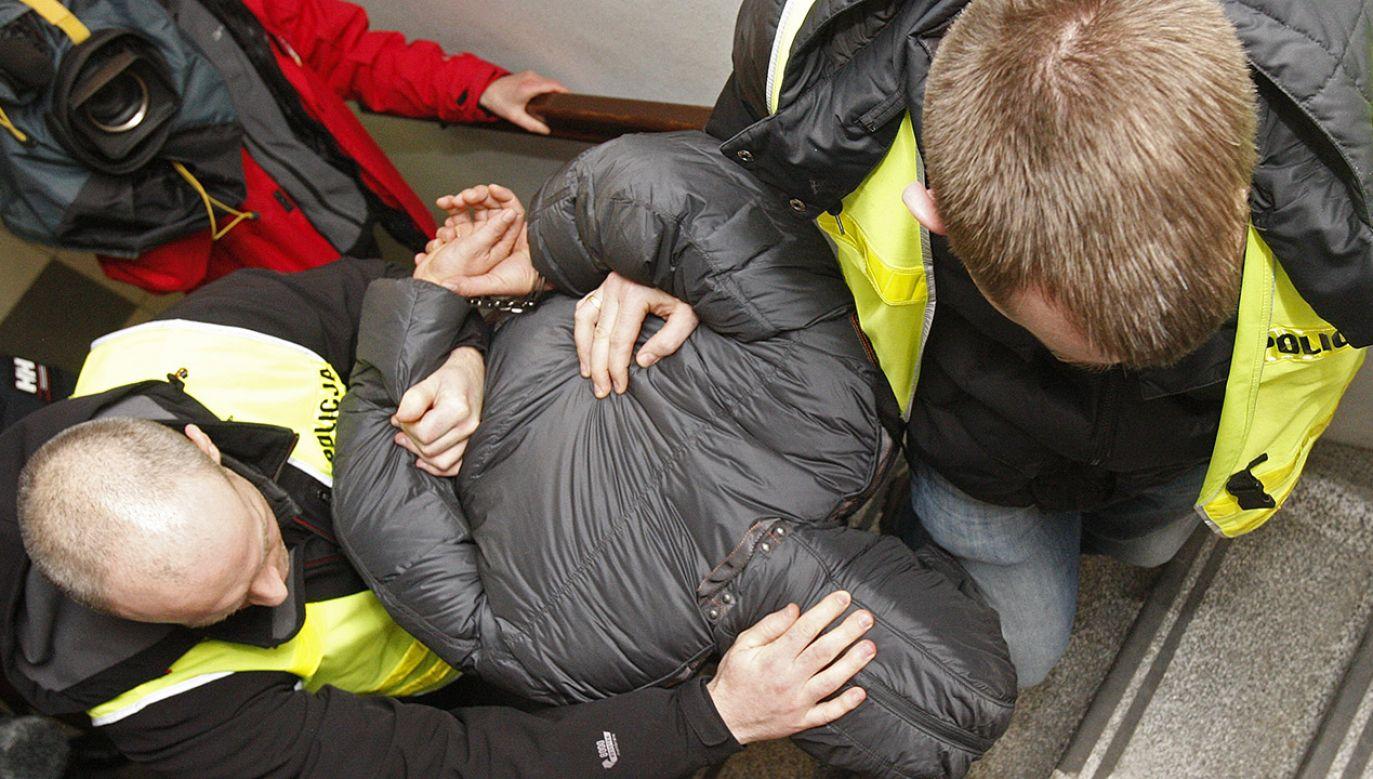 26-letni ojciec dziewczynki został zatrzymany przez policję (fot. arch.PAP/Artur Reszko, zdjęcie ilustracyjne)