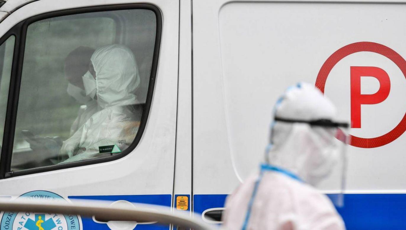 Oczekiwanie na łóżko w szpitalu  miało wynieść kilka godzin (fot. PAP/Wojtek Jargiło)
