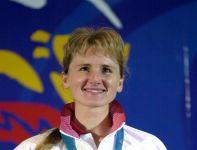 Renata Mauer-Różańska (strzelectwo) na najwyższym stopniu podium w Sydney 2000 (fot. Getty Images)
