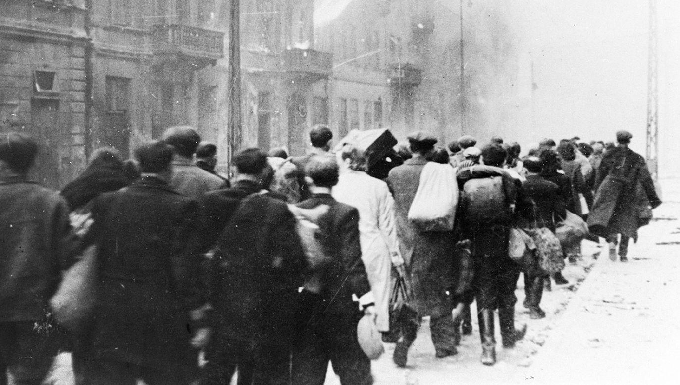 """""""W czasie wojny straciliśmy sześć milionów obywateli, o wiele więcej niż inne kraje, które otrzymały znaczne reparacje wojenne"""" (fot.  Roger Viollet via Getty Images)"""