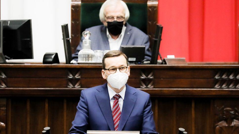 W czasach PO bandyci w białych kołnierzykach kradli na potęgę – przypominał premier (fot. Adam Guz/KPRM)