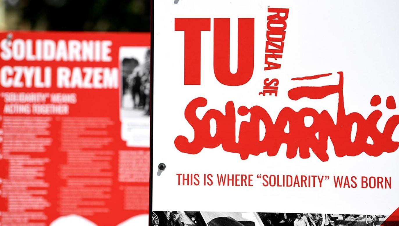 """Wystawa """"TU rodziła się Solidarność"""" miała znaleźć się na Placu Solidarności (fot. PAP/Darek Delmanowicz)"""