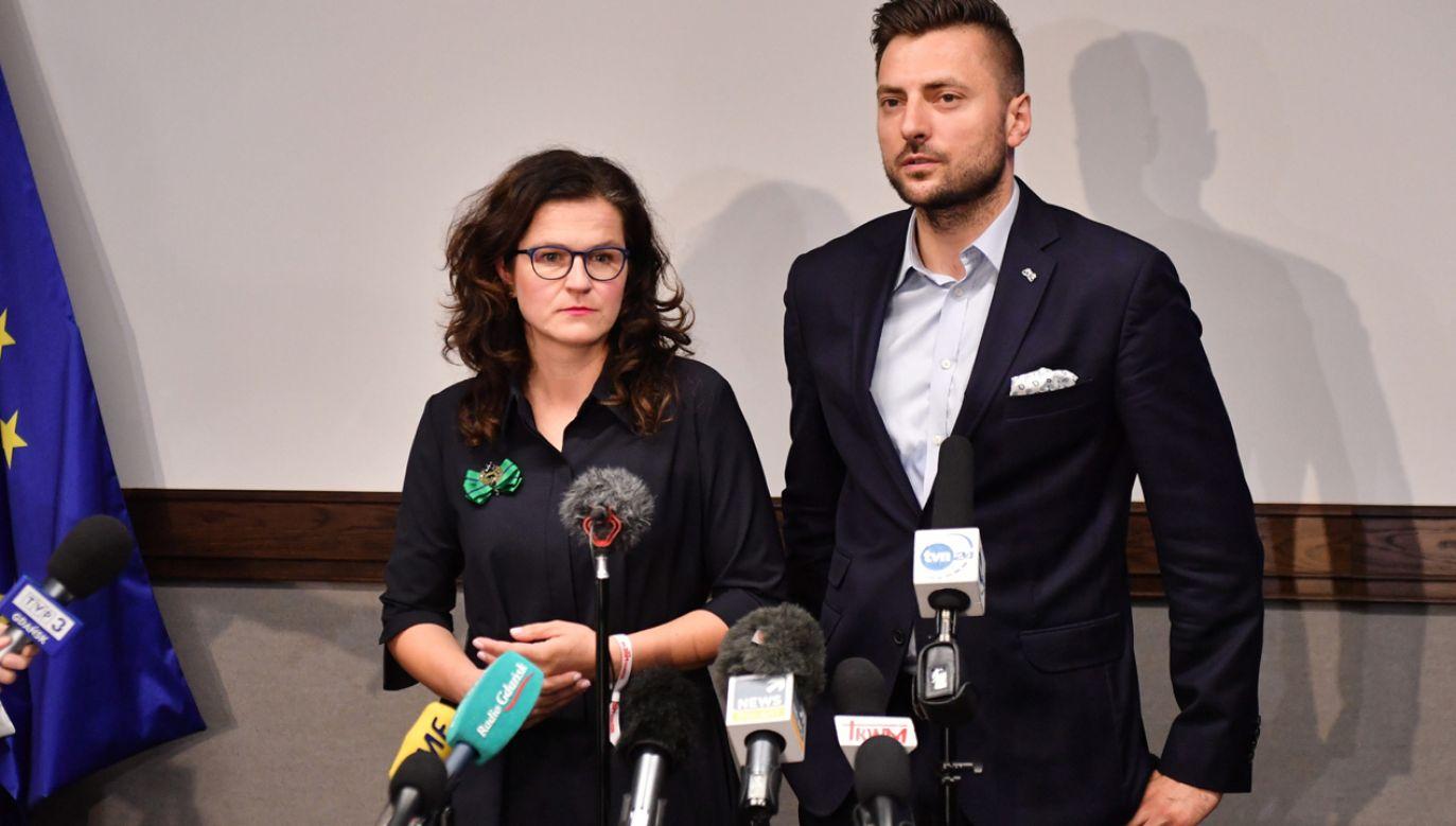 Prezydent Gdańska Aleksandra Dulkiewicz i rzecznik prasowy prezydent Gdańska Daniel Stenzel (fot. PAP)