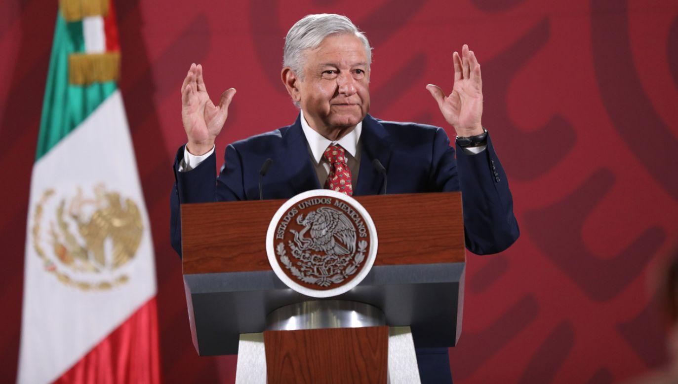 Wobec demonstracji Meksykanek prezydent Meksyku Andres Lopez Obrador zmienił temat konferencji prasowej(fot. PAP/EPA/SASHENKA GUTIERREZ)
