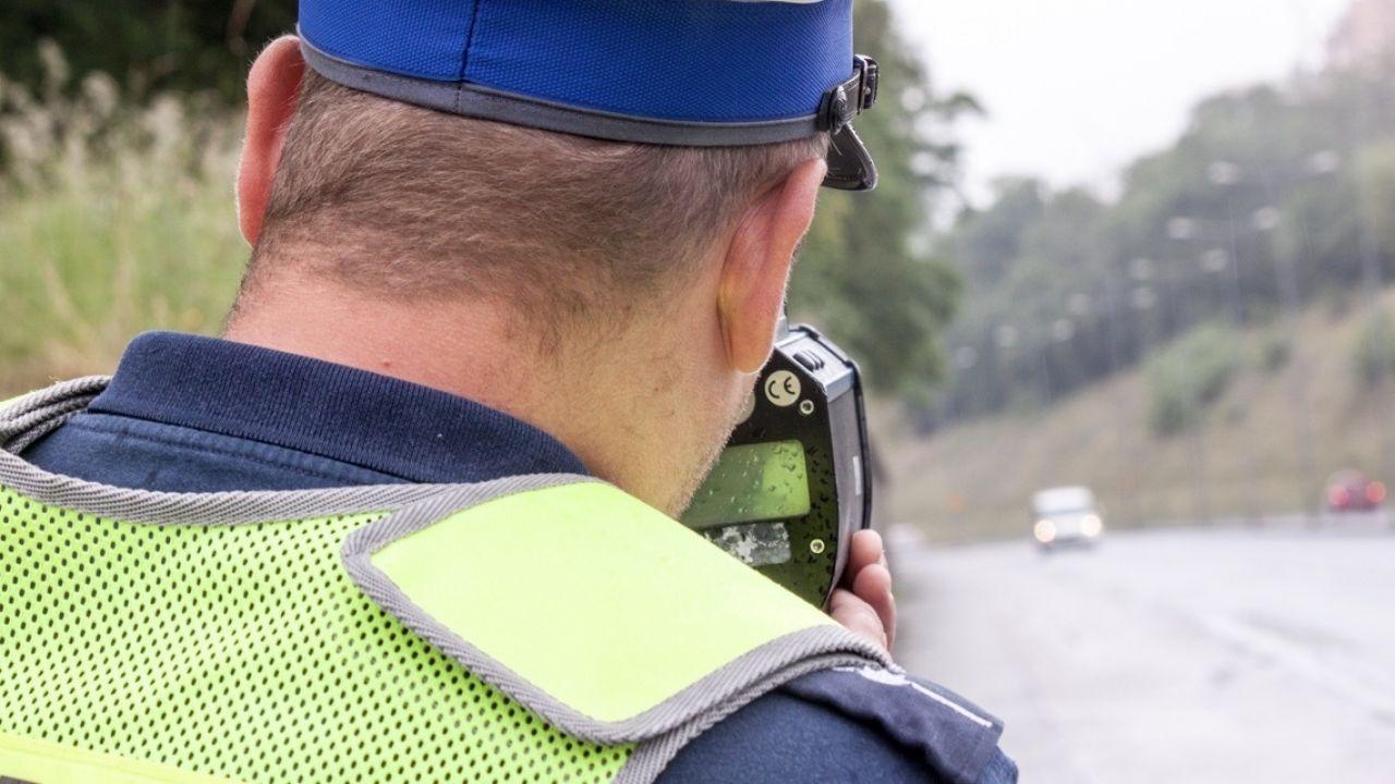 Kierowca najpierw wymusił pierwszeństwo, a następnie potrącił na przejściu dla pieszych dziecko idące z mamą (fot. policja.pl, zdjęcie ilustracyjne)