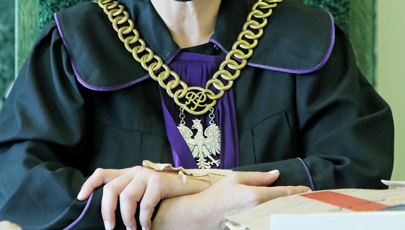 Oszustowi grozi do 10 lat więzienia (fot. PAP/Artur Reszko)