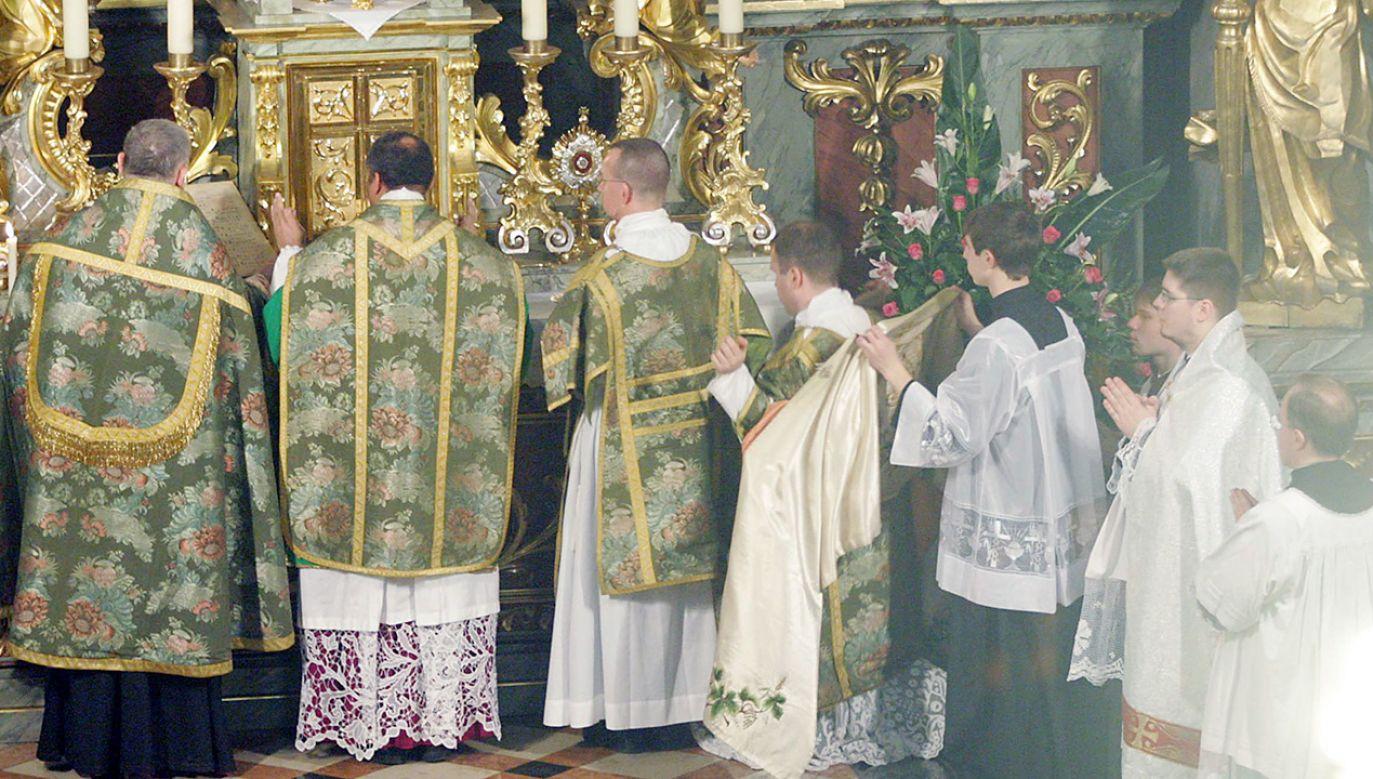 Obecnie Msze Wszechczasów odprawiane są w ponad stu kościołach w Polsce (fot. PAP/Paweł Kula)