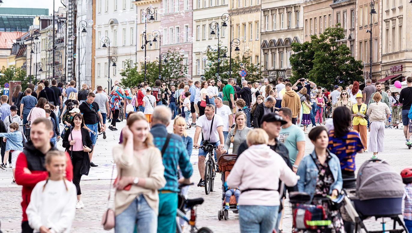 Nowe obostrzenia w Polsce? Są zmiany w projekcie rozporządzenia (fot. Dominika Zarzycka/NurPhoto via Getty Images)