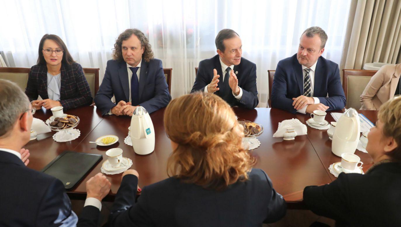 Marszałek Senatu spotkał się z prezydentami Łodzi, Sopotu, Sosnowca i Warszawy (fot. PAP/Tomasz Gzell)