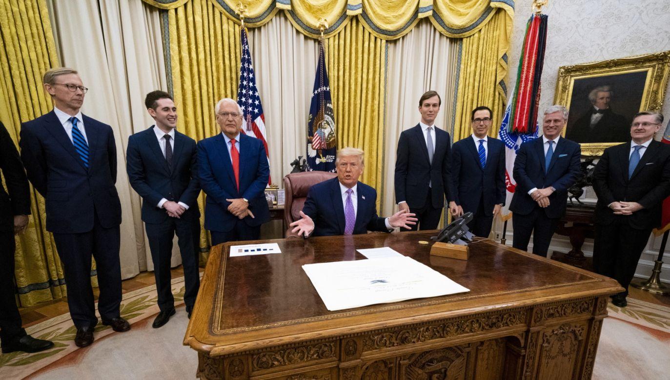 Donald Trump ogłosił porozumienie pokojowe o nawiązaniu stosunków dyplomatycznych z Izraelem i ZEA  (fot. PAP/EPA/Doug Mills / POOL)