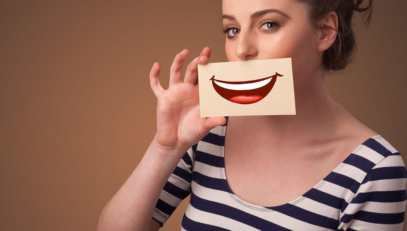 Ironia ma rodzaj żeński, ale kobiety uważają, że niesie złe emocje (fot. Shutterstock/ra2 studio)