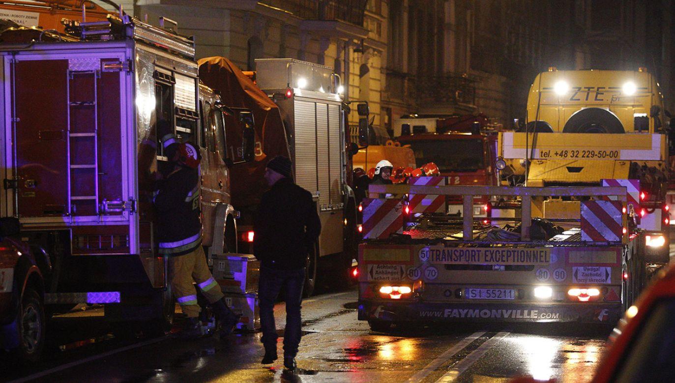 Ogień pojawił się na poddaszu (fot. arch.PAP/Andrzej Grygiel, zdjęcie ilustracyjne)
