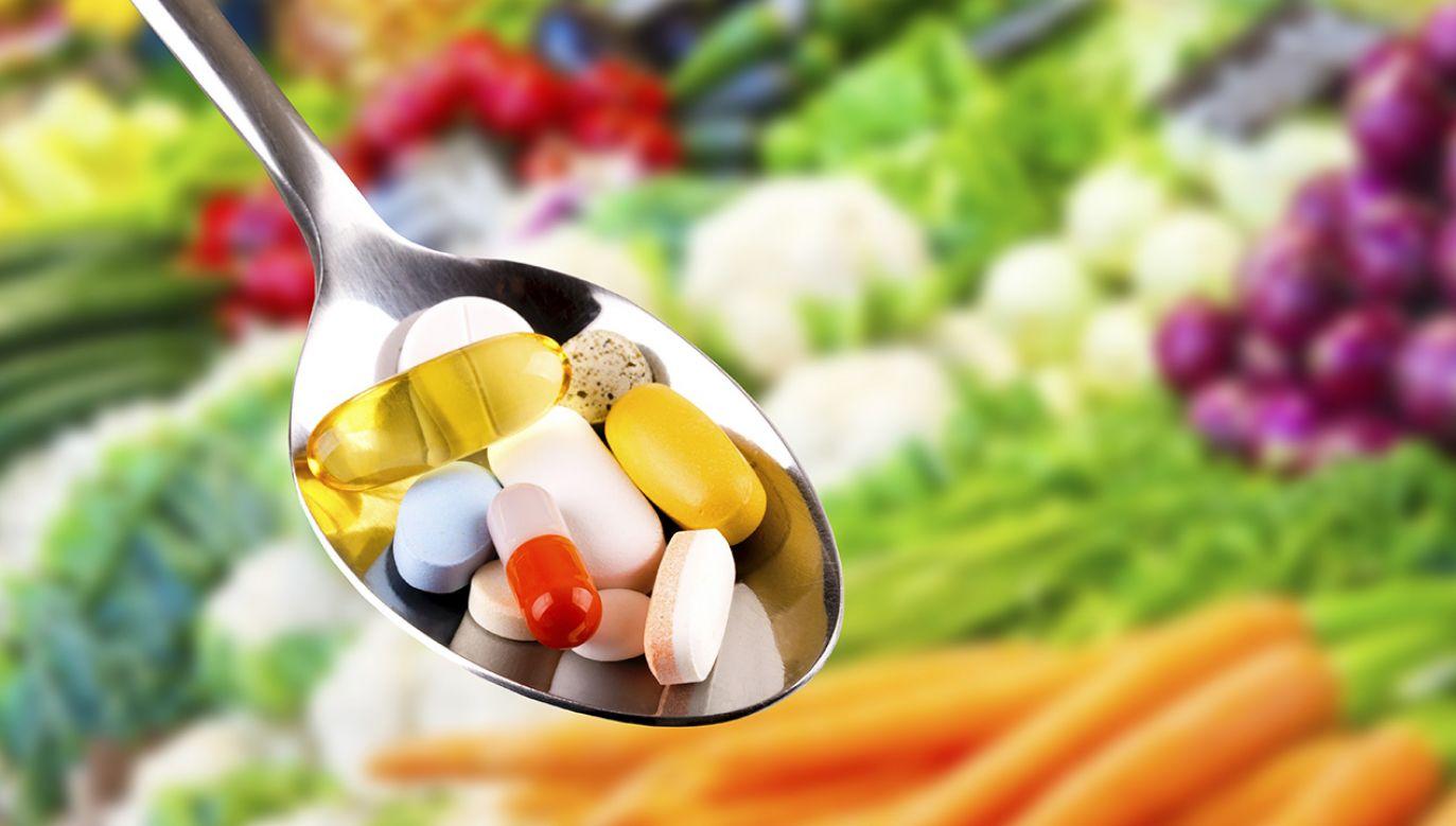 72 proc. Polaków deklaruje spożywanie suplementów diety (fot.  Shutterstock/ronstik)