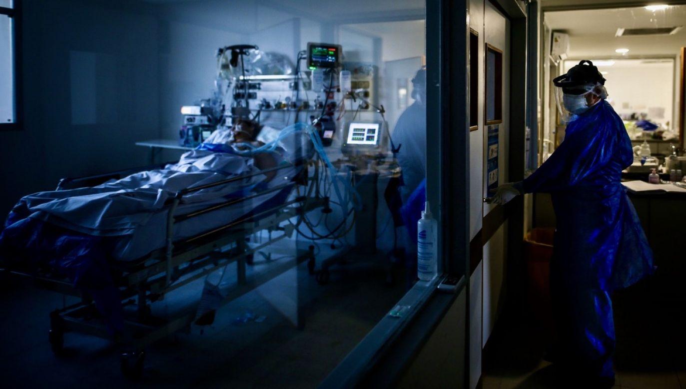 Hiszpańskie służby ustaliły, że w niektórych szpitalach i ośrodkach badawczych cyberprzestępstwa zostały dokonane z taką precyzją, że nie zostały odnotowane przez personel odpowiedzialny za cyberbezpieczeństwo (fot. PAP/EPA/Juan Ignacio Roncoroni)