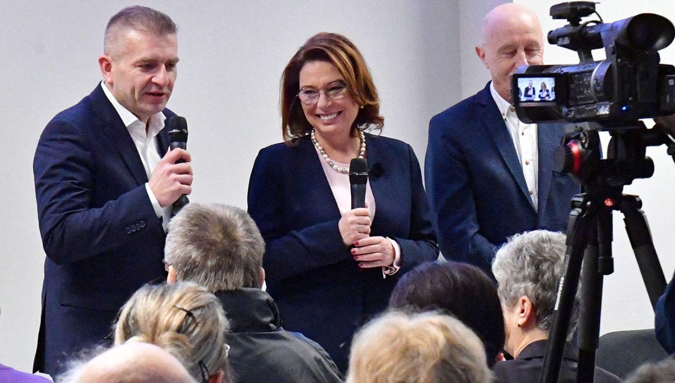 Zdaniem polityków PiS i SLD Małgorzata Kidawa-Błońska powinna zareagować, kiedy jej sympatyczka mówiła na spotkaniu wyborczym o prostych ludziach (fot. PAP/Marcin Bielecki)