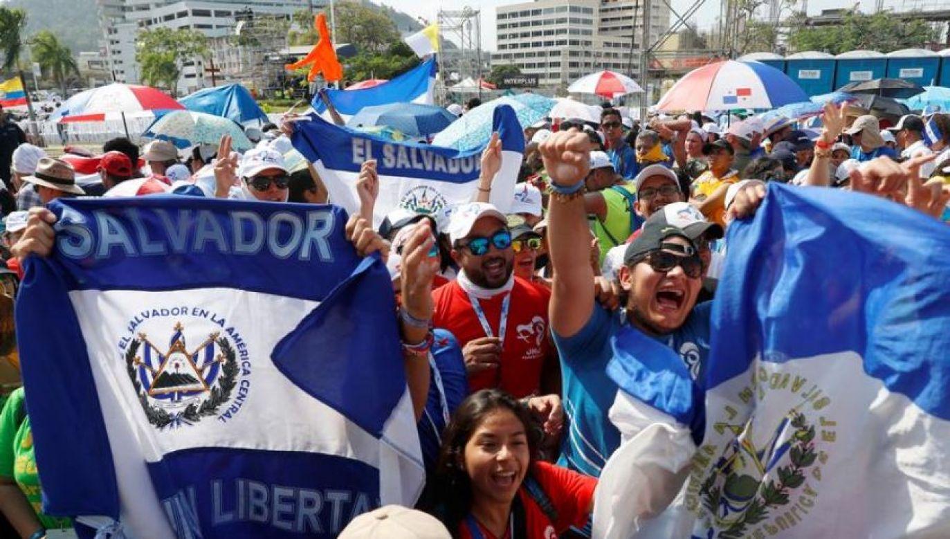 """Temat Światowych Dni Młodzieży w Lizbonie, które odbędą się w 2022 roku to """"Maryja wybrała się i poszła z pośpiechem (fot. REUTERS/Henry Romero)"""