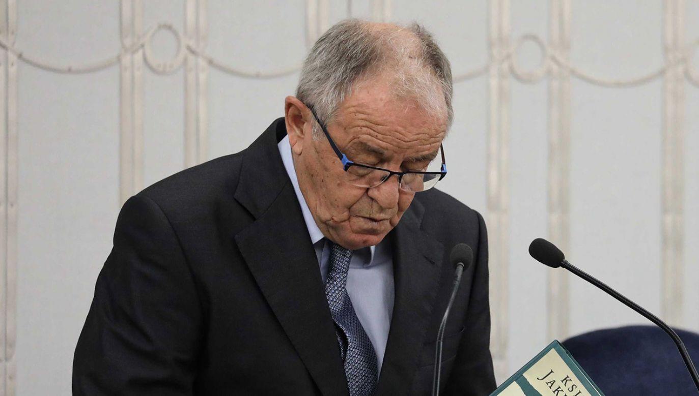 Słowa Jerzego Fedorowicza, który groził anatemą politykom opozycji, gdyby zdecydowali się przejść na stronę PiS, wzbudziły kontrowersje (for. PAP/Tomasz Gzell)
