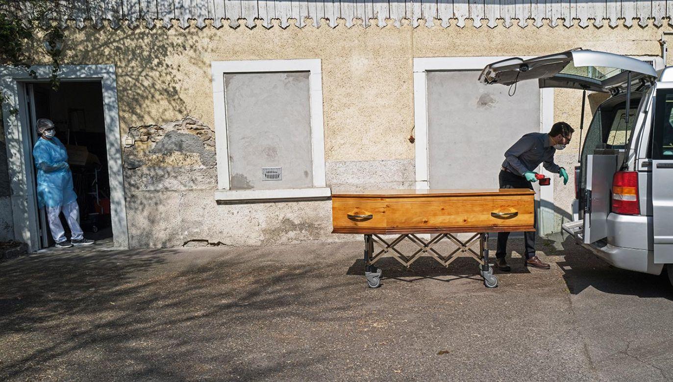 W ciągu ostatniej doby stwierdzono ponad pół tysiąca zgonów (fot. Veronique de Viguerie/Getty Images)