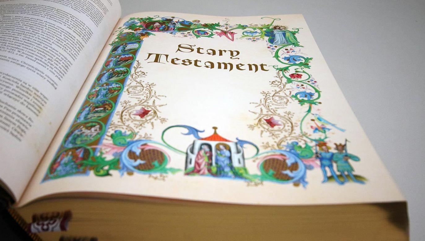 """XIII Tygodniowi Biblijnemu w tym roku towarzyszą słowa """"Zgromadzeni na świętej wieczerzy"""" (fot. Forum/Gość niedzielny/HENRYK PRZONDZIONO)"""