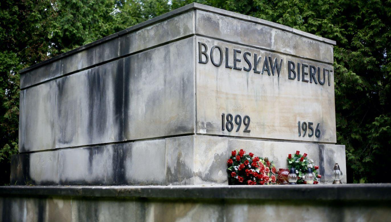 Na Cmentarzu Wojskowym na Powązkach znajduje się m.in. grobowiec Bolesława Bieruta  (fot. arch.PAP/L.Szymański)