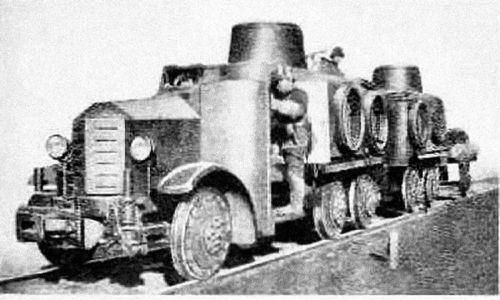 Sumida 2593 – japoński samochód pancerny z okresu II wojny światowej. Dzięki wyposażeniu w zderzak kolejowy i sprzęgło, po wymianie kół mógł być używany jako opancerzona drezyna. Używany bojowo przez armię japońską podczas walk w Chinach. Fot. Wikimedia Commons/La Segunda Guerra Mundial - http://www.lasegundaguerra.com/viewtopic.php?f=8&t=1196&view=next, FAL