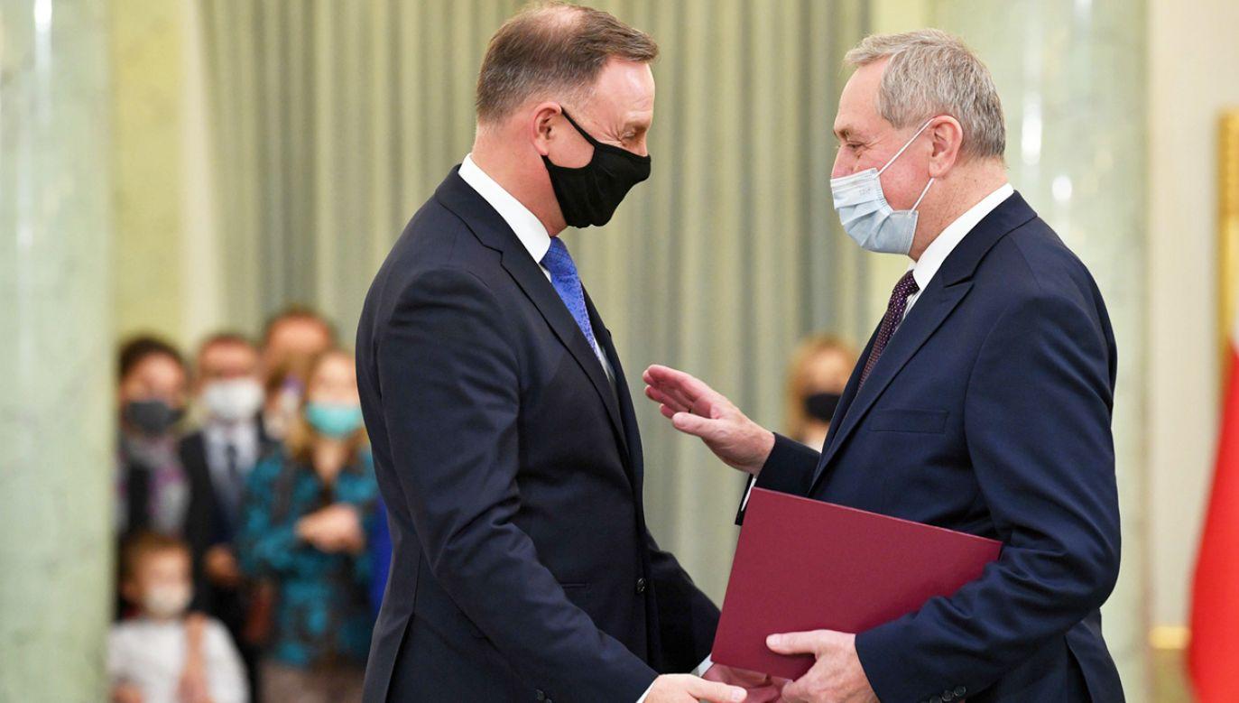 Prezydent wręczył nominację m.in. Henrykowi Kowalczykowi (fot. PAP/Radek Pietruszka)