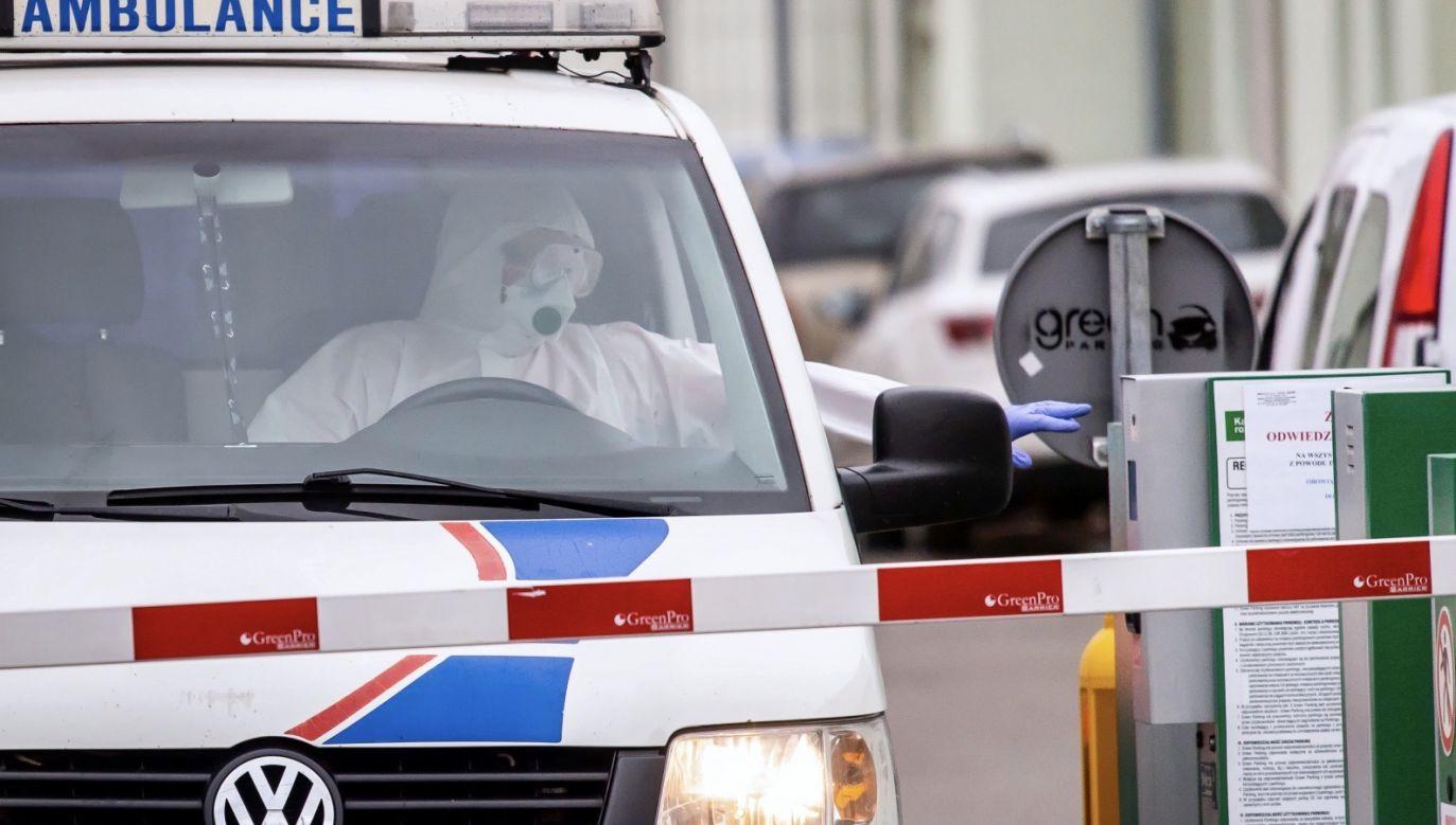 W sumie liczba zakażonych koronawirusem wynosi 2692 osoby. 51 osób zmarło (fot. PAP/Tytus Żmijewski)