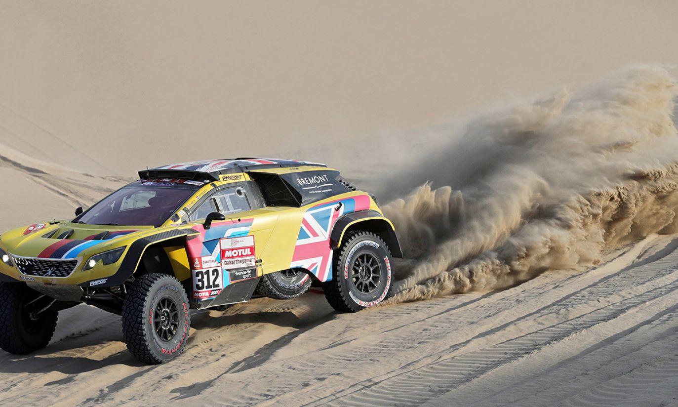 Brytyjski kierowca Harry Hunt z PH-Sport jedzie Peugeotem 3008 DKR MAXI podczas drugiego etapu Rajdu Dakar 2019 (fot. PAP/EPA/ERNESTO ARIAS)