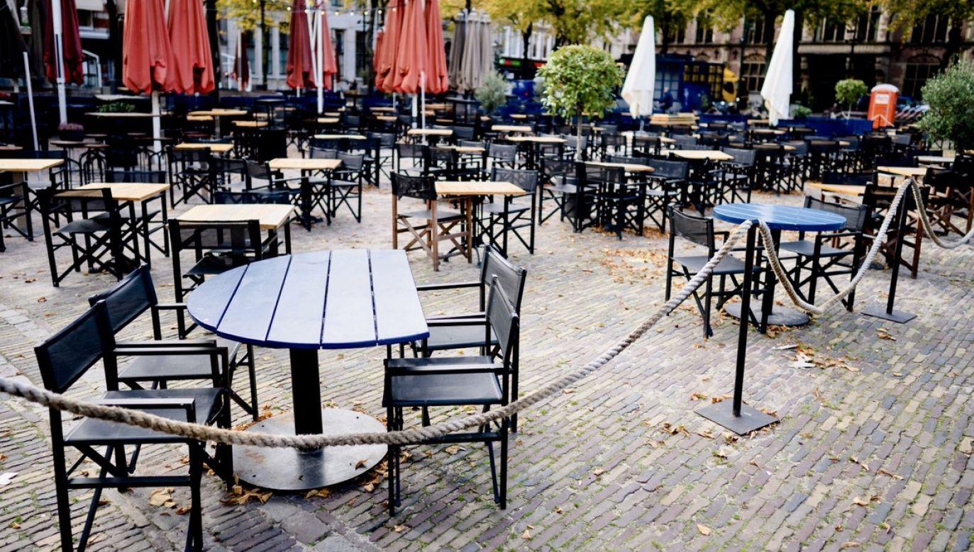 """Kawę poza domem – według badań ARC Rynek i Opinia – pije 42 proc., to o 9 pkt proc. mniej niż w 2019 r. I trudno oczekiwać zmian na tym polu""""  (fot. PAP/EPA/BART MAAT)"""