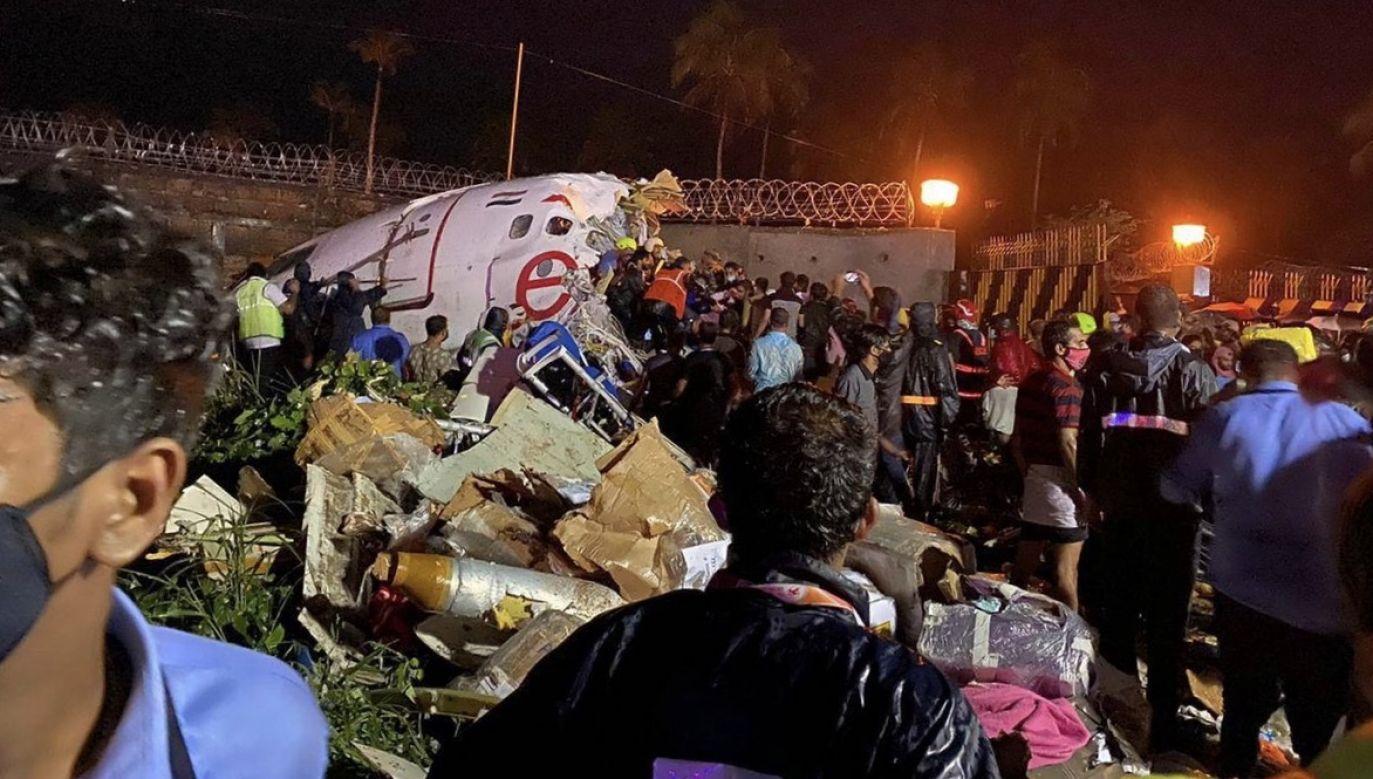 Samolot wpadł w poślizg na pasie startowym (fot. PAP/ EPA/CIVIL DEFENSE)