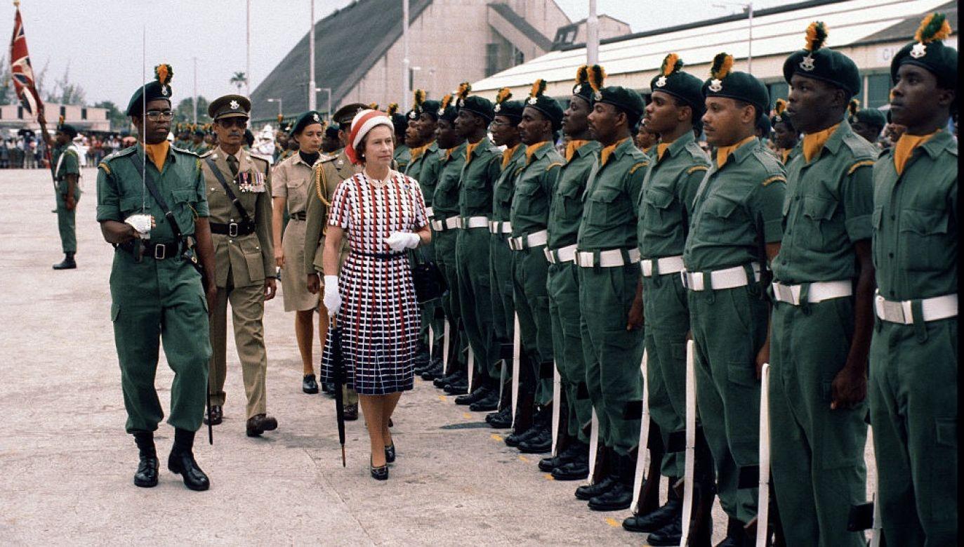 Jak informuje BBC, Pałac Buckingham skomentował, że ta decyzja należy do władz i obywateli Barbadosu (fot. Anwar Hussein/Getty Images)