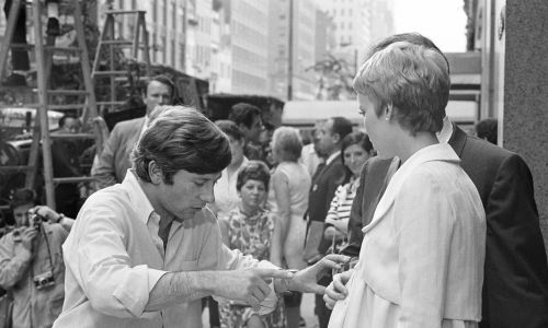 Roman Polański z Mią Farrow na planie filmu