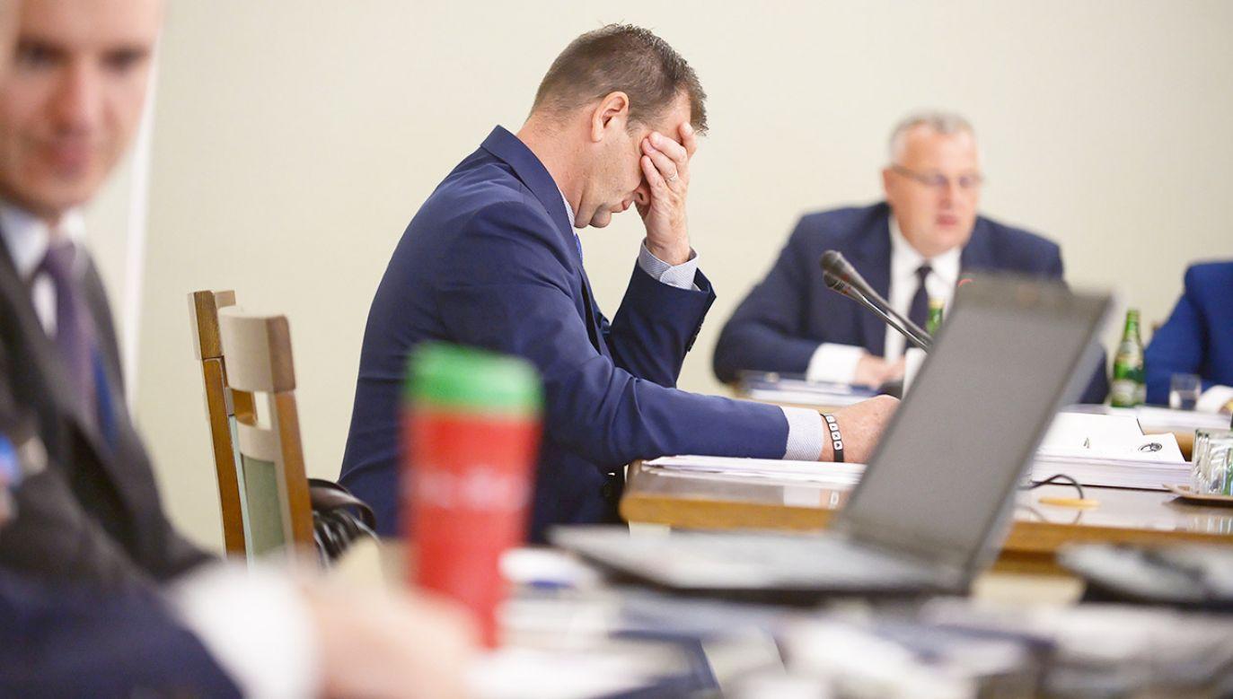 Przewodniczący Związku Zawodowego Celnicy PL Sławomir Siwy podczas przesłuchania (fot. PAP/Marcin Obara)