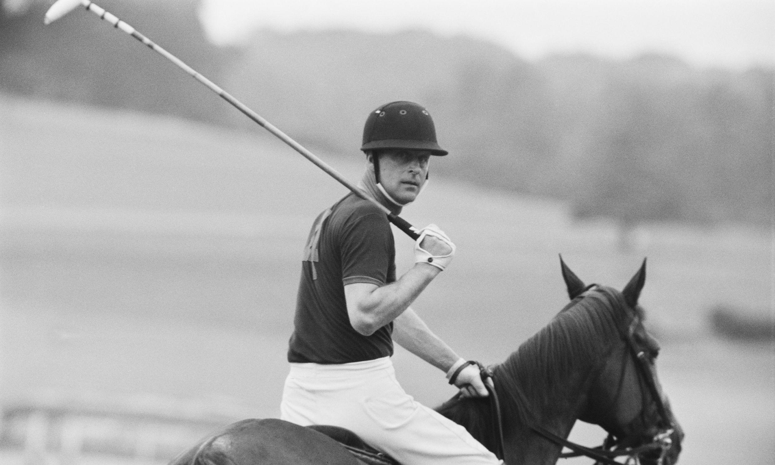 Książę lubił grę w polo (zdjęcie z 1967 roku). Fot. Photo by Daily Express/Getty Images