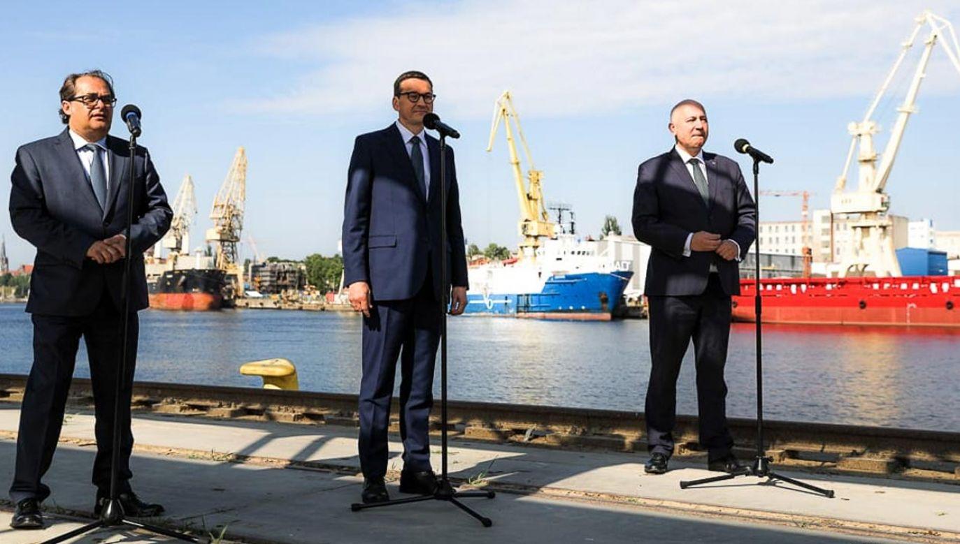 Marek Gróbarczyk, Mateusz Morawiecki, Joachim Brudziński (fot. Krystian Maj/KPRM)