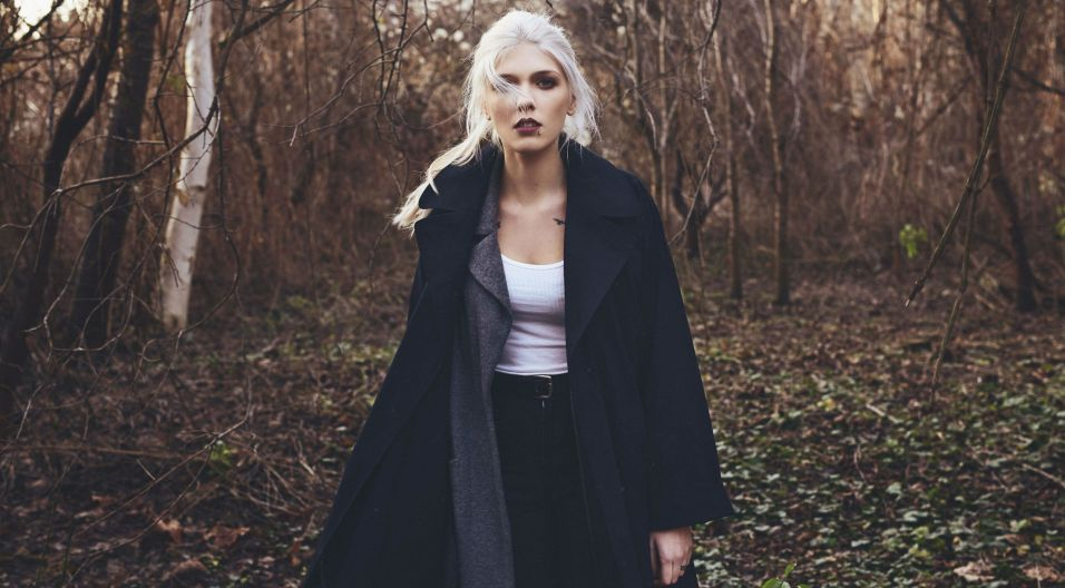 Daria Zawiałow to młoda artystka z duszą buntowniczki, która sama pisze teksty do swoich piosenek (fot. mat. promocyjne)