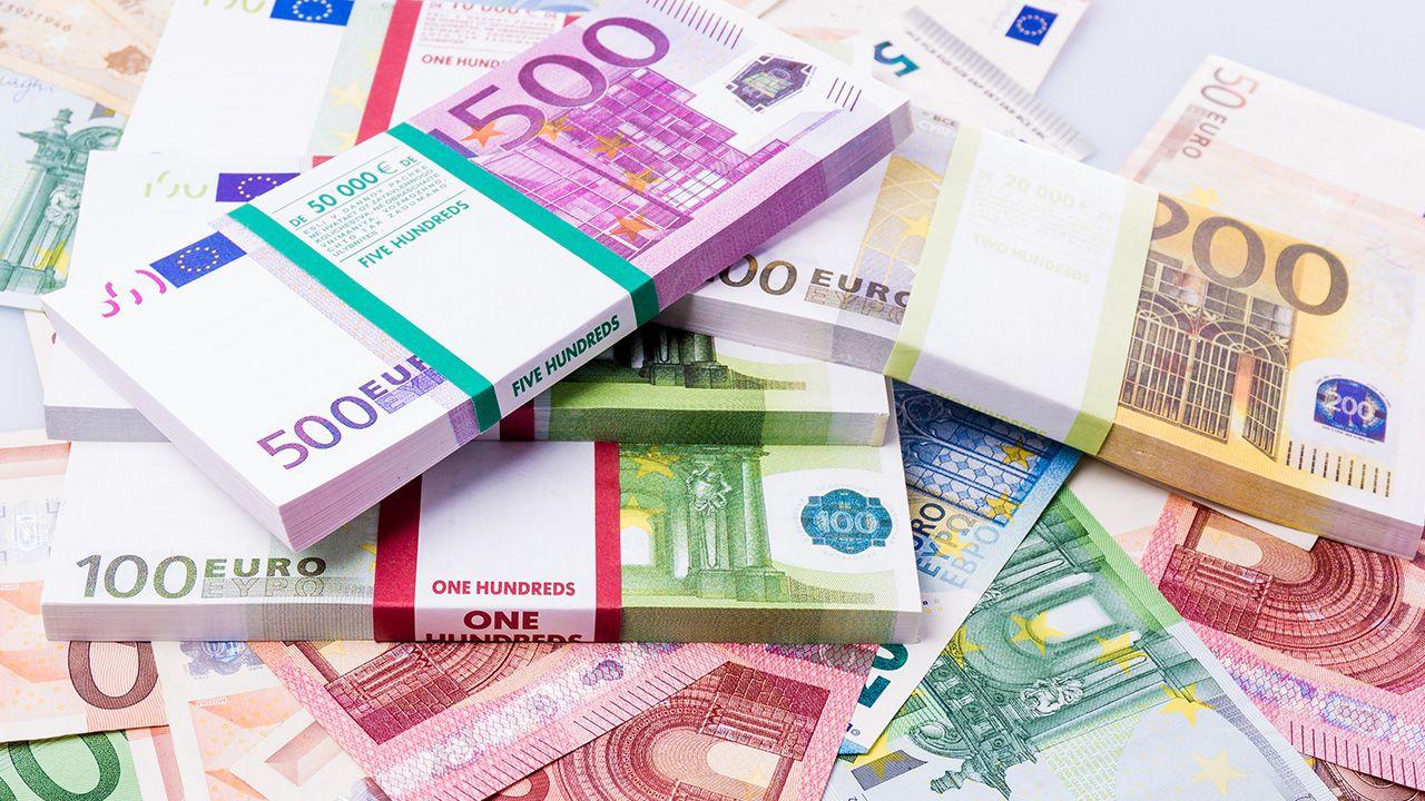 Ujemna rentowność oznacza, że kupujący płaci za możliwość zakupu obligacji więcej niż uzyska od sprzedającego z tytułu zwrotu pożyczonego mu kapitału i odsetek (fot. Shuttestock/Ewa Studio)