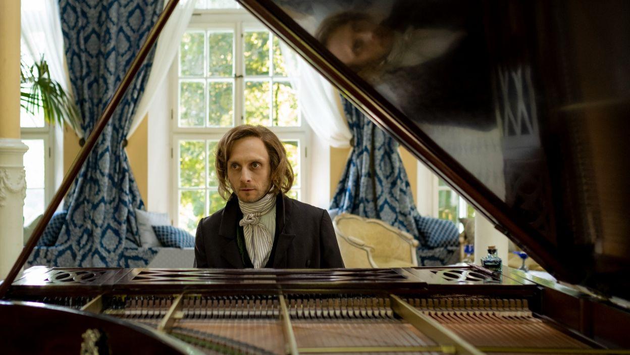 Rolę Fryderyka Chopina wykreował Marek Kossakowski (fot. Zuza Szamocka/TVP)