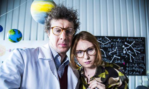 Na stacji kosmicznej: (od lewej) Wojciech Solarz i Olga Sarzyńska, weterani i dobre duchy Kabaretu Na Koniec  Świata.