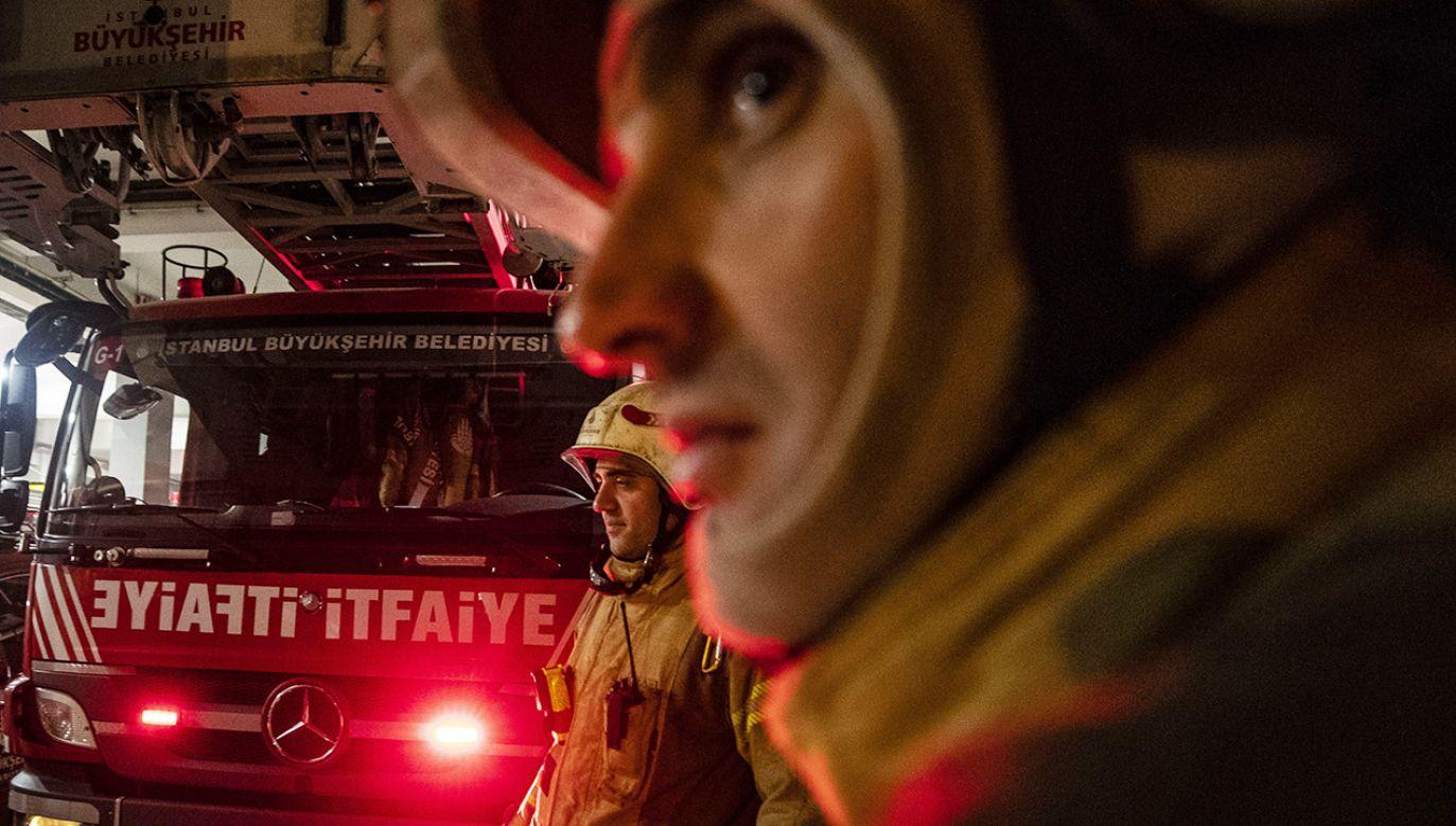 Z pożaru uratowano też kilka innych osób (fot. Sebnem Coskun/Anadolu Agency via Getty Images)