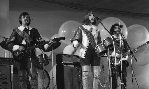 Zespół Trubadurzy podczas VIII Krajowego Festiwalu Piosenki Polskiej w Opolu, 26 czerwca 1970 r. Na zdjęciu od lewej: Krzysztof Krawczyk. Fot. meg PAP/Ryszard Okoński