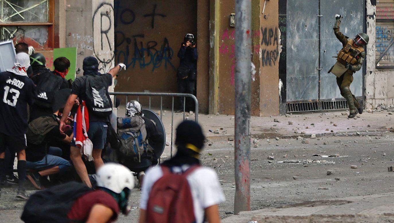 Protesty w Chile trwają od kilku tygodni (fot. PAP/EPA/Alberto Valdes)